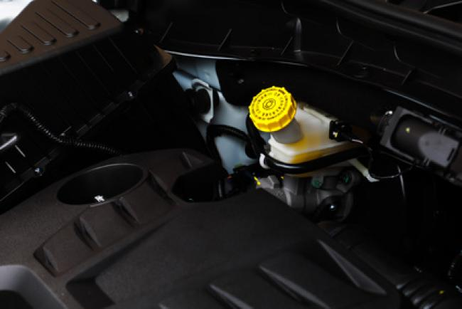 close up image of brake fluid reservoir